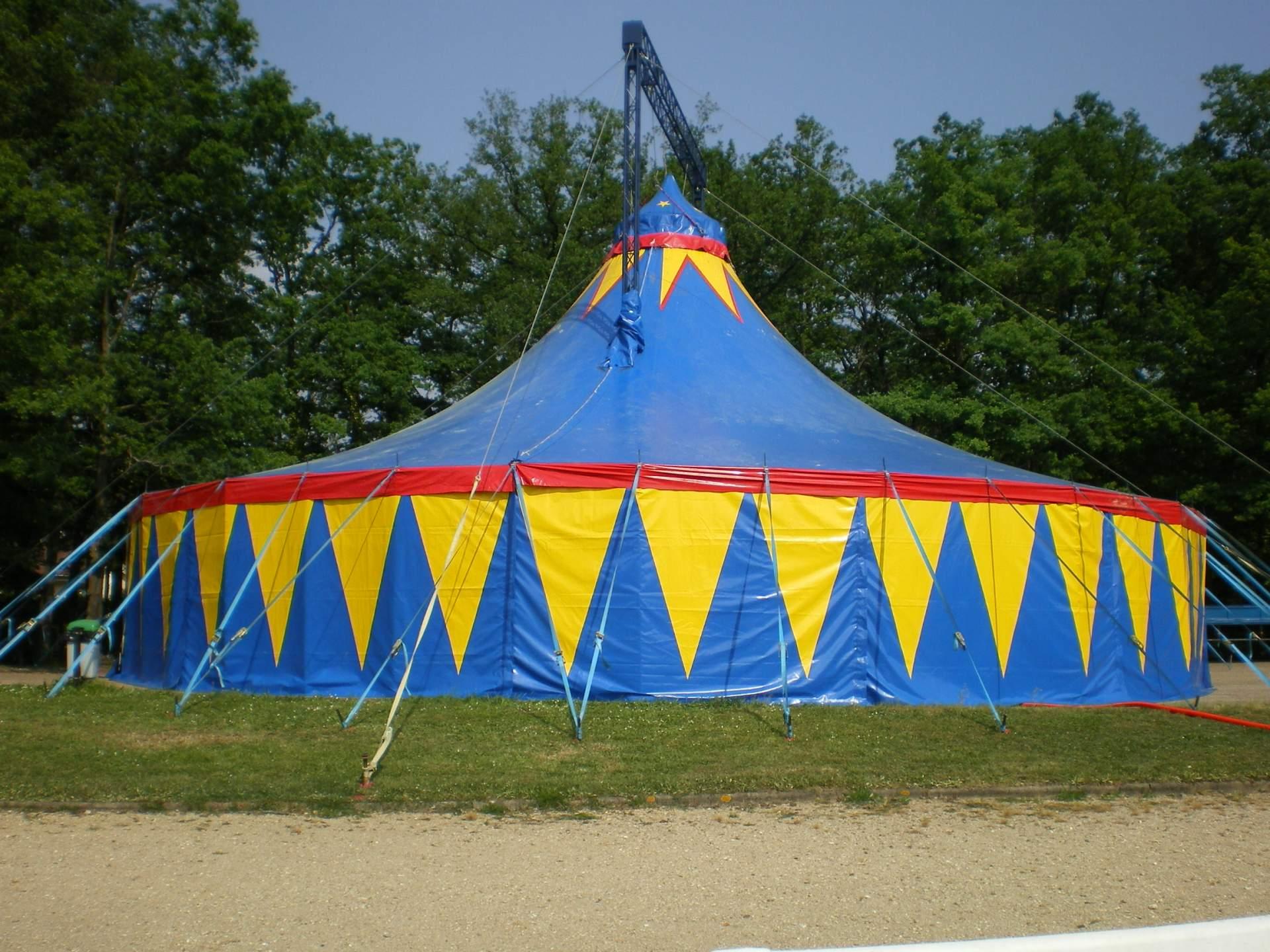 location de chapiteau de cirque rond sans corniche 20 m location de chapiteaux de cirques et. Black Bedroom Furniture Sets. Home Design Ideas