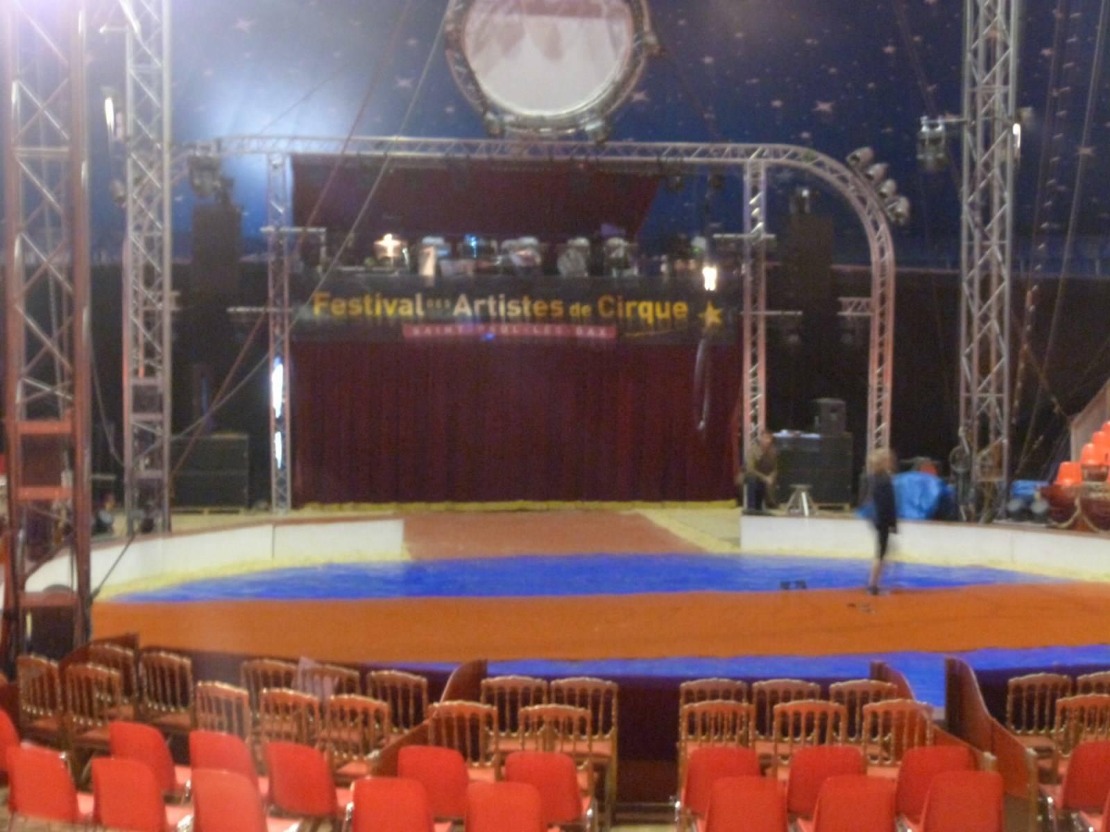 pistes de cirque louer dans toute la france location de chapiteaux de cirques et mat riel de. Black Bedroom Furniture Sets. Home Design Ideas