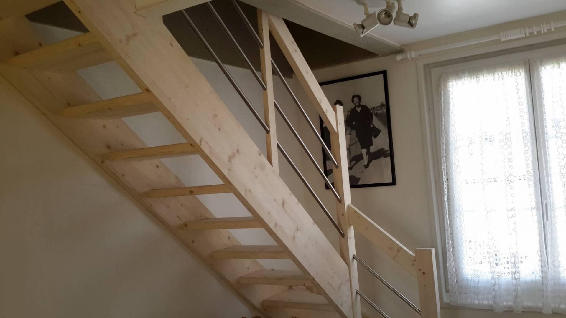cote escalier vente escaliers en kit sud ouest location de chapiteaux de cirques et mat riel. Black Bedroom Furniture Sets. Home Design Ideas